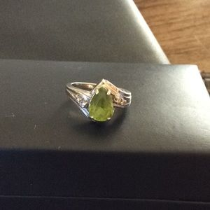 Vintage Peridot with 4 diamond accents in 14k gold